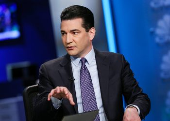 Scott Gottlieb says vaccinated people can't 'throw caution to the wind'